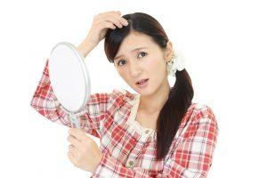 コレって、10円ハゲってやつですか!? 女性を襲う円形脱毛症