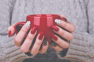 ネイル・ジュエリー・・・キレイな手元の「指毛」は目立つ!!お手入れは、自己処理でOK?~指毛脱毛を考えよう~